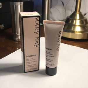 Mary Kay  - Beige 5 - Matte Wear Liquid Foundation